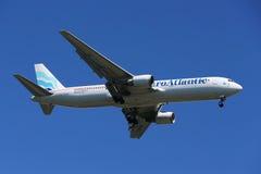 Ευρωατλαντικοί εναέριοι διάδρομοι Boeing 787 που κατεβαίνουν για την προσγείωση στο διεθνή αερολιμένα JFK στη Νέα Υόρκη Στοκ Φωτογραφίες