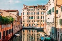 Ευρωπαϊκά κτήρια με το κανάλι στη Βενετία, Ιταλία στοκ φωτογραφία με δικαίωμα ελεύθερης χρήσης