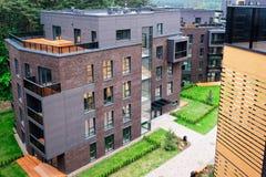 Ευρωπαϊκά σύγχρονα κατοικημένα κτήρια διαμερισμάτων σύνθετα στοκ φωτογραφία με δικαίωμα ελεύθερης χρήσης