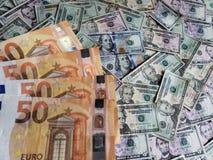 Ευρωπαϊκά τραπεζογραμμάτια και αμερικανικοί λογαριασμοί δολαρίων των διαφορετικών μετονομασιών στοκ φωτογραφία με δικαίωμα ελεύθερης χρήσης