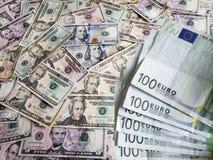 Ευρωπαϊκά τραπεζογραμμάτια και αμερικανικοί λογαριασμοί δολαρίων των διαφορετικών μετονομασιών στοκ φωτογραφίες με δικαίωμα ελεύθερης χρήσης