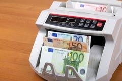 Ευρωπαϊκά χρήματα σε μια μετρώντας μηχανή στοκ φωτογραφίες με δικαίωμα ελεύθερης χρήσης
