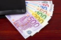 Ευρωπαϊκά χρήματα στο μαύρο πορτοφόλι στοκ εικόνες