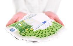 ευρωπαϊκά χρήματα χεριών στοκ εικόνες με δικαίωμα ελεύθερης χρήσης