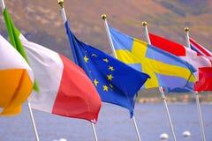 Ευρωπαϊκές σημαίες στο υπόβαθρο ακτών Στοκ Φωτογραφίες