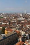 Ευρωπαϊκή μητρόπολη με πολλές στέγες και σπίτια στοκ εικόνες