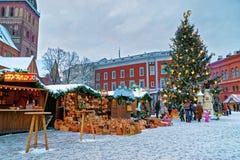 Ευρωπαϊκοί δίκαιοι στάβλοι Χριστουγέννων στην παλαιά Ρήγα Στοκ Φωτογραφίες