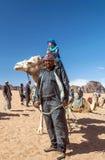 Ευρωπαϊκό αγόρι που οδηγά μια καμήλα Στοκ φωτογραφία με δικαίωμα ελεύθερης χρήσης
