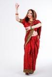 Ευρωπαϊκό κορίτσι στο κόκκινο ινδικό saree Στοκ εικόνα με δικαίωμα ελεύθερης χρήσης