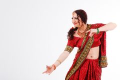 Ευρωπαϊκό κορίτσι στο κόκκινο ινδικό saree Στοκ φωτογραφία με δικαίωμα ελεύθερης χρήσης