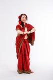 Ευρωπαϊκό κορίτσι στο κόκκινο ινδικό saree Στοκ Εικόνα
