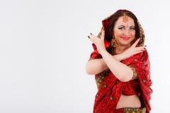 Ευρωπαϊκό κορίτσι στο κόκκινο ινδικό saree Στοκ φωτογραφίες με δικαίωμα ελεύθερης χρήσης