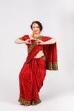 Ευρωπαϊκό κορίτσι στο κόκκινο ινδικό saree Στοκ εικόνες με δικαίωμα ελεύθερης χρήσης