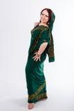 Ευρωπαϊκό κορίτσι στο πράσινο ινδικό saree Στοκ εικόνα με δικαίωμα ελεύθερης χρήσης