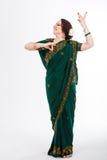 Ευρωπαϊκό κορίτσι στο πράσινο ινδικό saree Στοκ φωτογραφίες με δικαίωμα ελεύθερης χρήσης