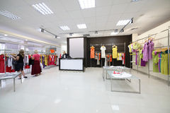 Ευρωπαϊκό ολοκαίνουργιο κατάστημα ενδυμάτων στοκ φωτογραφία με δικαίωμα ελεύθερης χρήσης