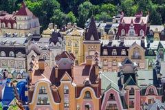 Ευρωπαϊκό πόλης πανόραμα ζωηρόχρωμες στέγες Στοκ φωτογραφία με δικαίωμα ελεύθερης χρήσης