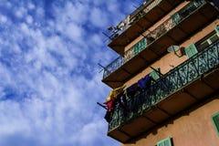 Ευρωπαϊκό σπίτι εξωτερικό με το πλυντήριο Στοκ Φωτογραφίες