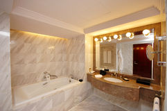 ευρύχωρη τουαλέτα Στοκ Φωτογραφίες