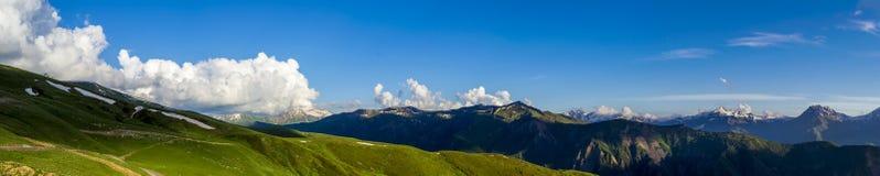 Ευρύ πανόραμα βουνών Στοκ Φωτογραφία