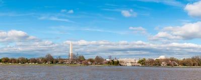 Ευρύ πανόραμα του μνημείου του Jefferson και του μνημείου της Ουάσιγκτον Στοκ φωτογραφία με δικαίωμα ελεύθερης χρήσης