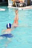 Ευρώπη, Ιταλία, Sirmione - Turist κολυμπήστε στη λίμνη ξενοδοχείων - 15 Ιουλίου 2016 Στοκ Εικόνες
