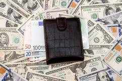 Ευρώ επάνω από τα δολάρια Στοκ εικόνες με δικαίωμα ελεύθερης χρήσης