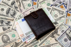 Ευρώ επάνω από τα δολάρια Στοκ φωτογραφία με δικαίωμα ελεύθερης χρήσης
