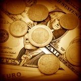 Ευρώ και δολάρια και νομίσματα στοκ εικόνα με δικαίωμα ελεύθερης χρήσης