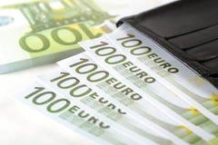 Ευρώ και πορτοφόλι Στοκ φωτογραφία με δικαίωμα ελεύθερης χρήσης