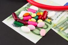 Ευρώ και χάπια στοκ φωτογραφία