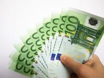 ευρώ που δίνει τα χρήματα Στοκ εικόνα με δικαίωμα ελεύθερης χρήσης