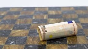 ευρώ σκακιού χαρτονιών πεσμένος Στοκ Φωτογραφία