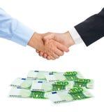 Ευρώ χειραψιών και χρημάτων στοκ εικόνες