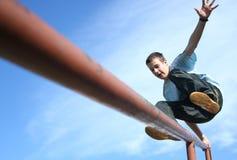 ευτυχές άλμα αγοριών Στοκ Φωτογραφία