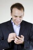 ευτυχές άτομο κινητών τηλεφώνων πολύ Στοκ Εικόνες