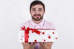 Ευτυχές άτομο με τα δώρα την ειδική ημέρα Στοκ Φωτογραφίες