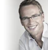 Ευτυχές άτομο στα γυαλιά Στοκ Εικόνα