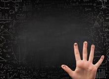 Ευτυχές δάχτυλο smileys με το μαύρο πίνακα κιμωλίας στο υπόβαθρο Στοκ εικόνες με δικαίωμα ελεύθερης χρήσης