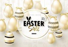 Ευτυχές έμβλημα πώλησης Πάσχας Το υπόβαθρο με ρεαλιστικό χρυσό λάμπει διακοσμημένα αυγά Διανυσματική απεικόνιση για τις αφίσες, δ Στοκ φωτογραφίες με δικαίωμα ελεύθερης χρήσης