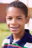 Ευτυχές αγόρι αφροαμερικάνων με τις ανοικτές αγκάλες Στοκ Φωτογραφίες