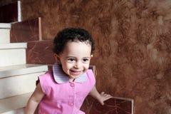 Ευτυχές αραβικό μουσουλμανικό κοριτσάκι Στοκ Φωτογραφίες