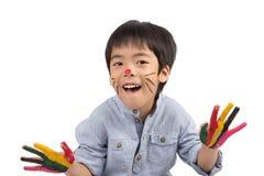 Ευτυχές ασιατικό αγόρι με το χρωματισμένο πρόσωπο στοκ εικόνες