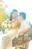 Ευτυχές ασιατικό πρόσφατα ζεύγος γάμου στοκ εικόνες