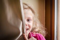ευτυχές γέλιο κατσικιών Στοκ φωτογραφία με δικαίωμα ελεύθερης χρήσης