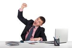 Ευτυχές γελώντας άτομο με το αυξημένο χέρι που απομονώνεται στο άσπρο υπόβαθρο Στοκ Φωτογραφίες