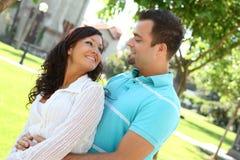 ευτυχές γλυκό αγάπης ζευγών Στοκ εικόνα με δικαίωμα ελεύθερης χρήσης