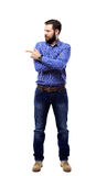 Ευτυχές επιχειρησιακό άτομο που παρουσιάζει και που παρουσιάζει με το διάστημα αντιγράφων για το κείμενό σας που απομονώνεται στο Στοκ Εικόνα