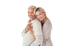 Ευτυχές ζεύγος που στέκεται και που αγκαλιάζει Στοκ Φωτογραφία