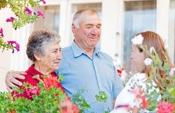 Ευτυχές ηλικιωμένο ζεύγος στοκ εικόνα με δικαίωμα ελεύθερης χρήσης